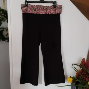 No Boundaries Black Capri Sweats Size Medium
